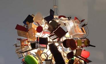 Nice ball, la lampada/scultura che racconta cento anni di design