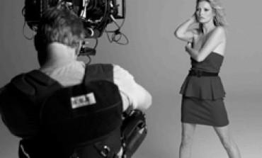 Mango rinnova la liaison con Kate Moss