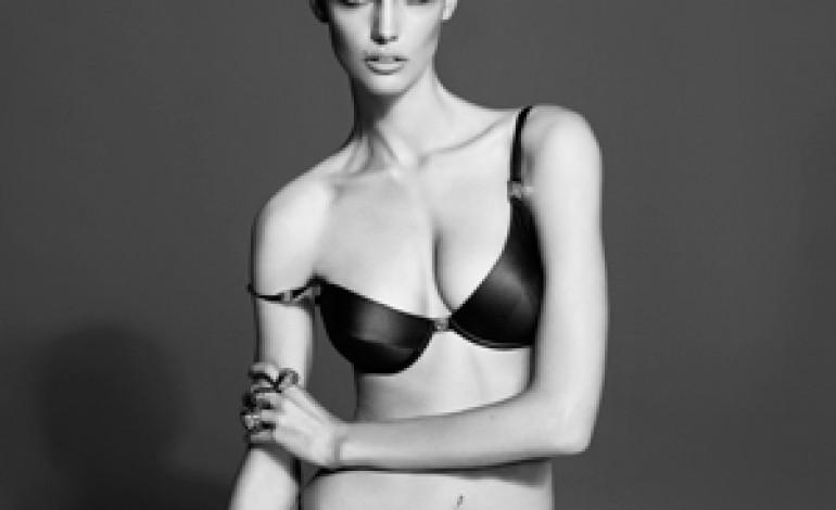 Versace torna con intimo e beachwear
