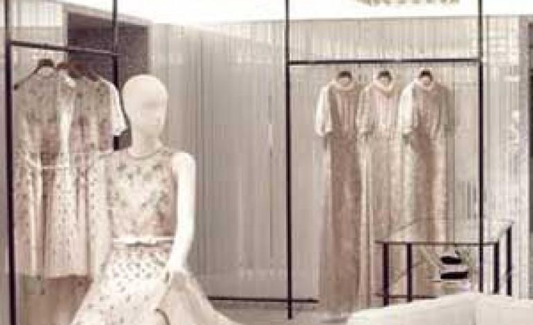 Valentino riapre a Parigi e spinge sul retail