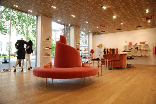 L'interno dello store L'Autre Chose a Bologna