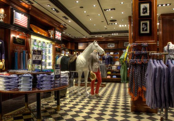 L'interno del negozio di via Dante a Milano