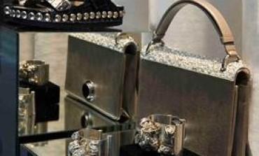 Valli apre uno store accessori a Parigi