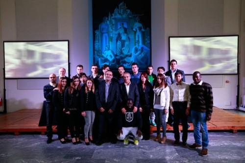 Enrico Bracalente insieme a Padre Sante Pessot e ai ragazzi dell'Artigianelli