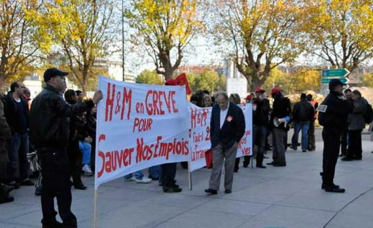 """H&M, sciopero nel magazzino di Francia: """"Troppi depressi"""""""
