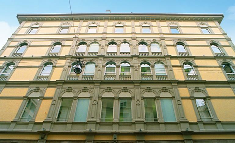 Ferrari in corsa verso Palazzo Ricordi
