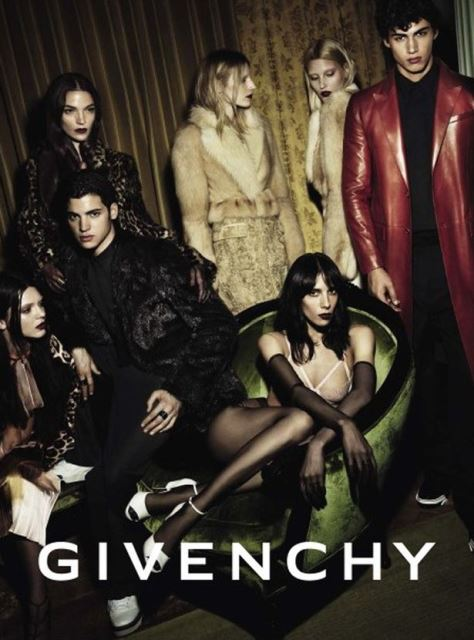 Kendell Jenner nella campagna di Givenchy