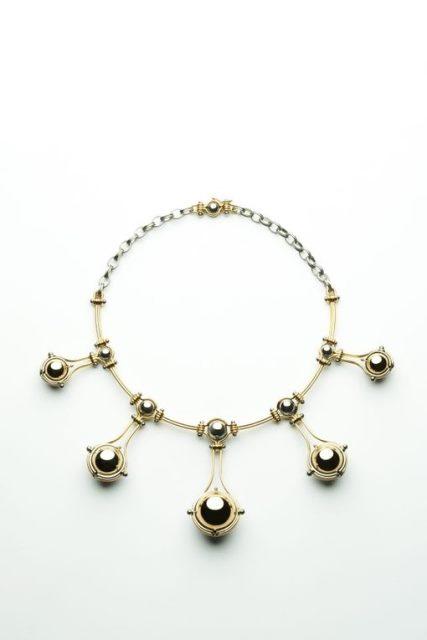 Collana della collezione del marchio di Elie Top