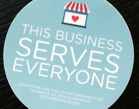 """Lo sticker del gruppo """"Open for Service""""."""