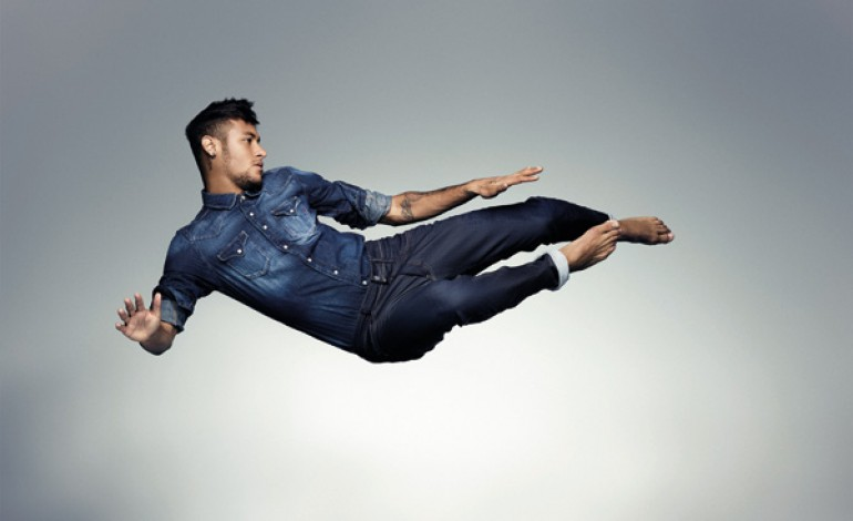 Neymar testimonial per Replay