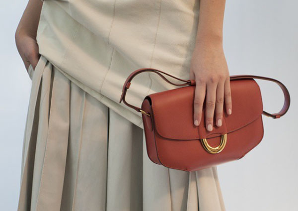 Hermès cresce nel 2015, prudente sul 2016