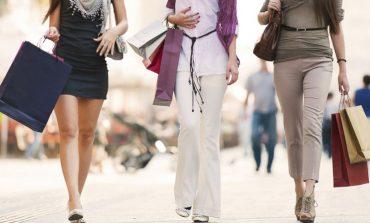 Istat, consumi fermi a marzo. Abbigliamento in recupero
