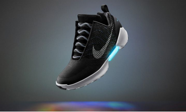 Nike svela la scarpa che si allaccia da sola