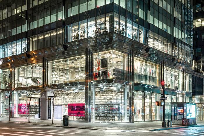 Serve liquidità, Adidas ferma buyback da 1mld €