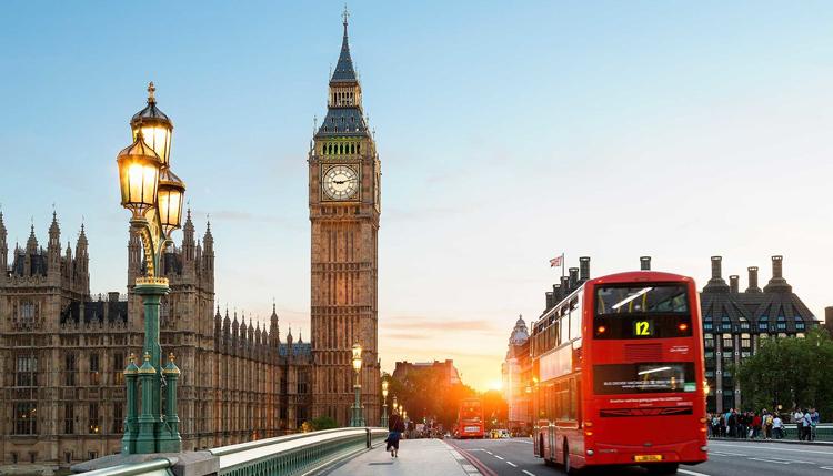 Londra parte nel segno di Burberry