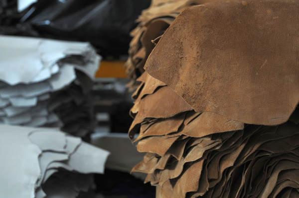 Abiti e scarpe, l'industria lombarda arretra