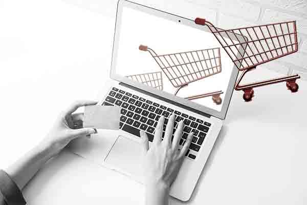 Soffre anche l'e-commerce, tra stop e stime al ribasso