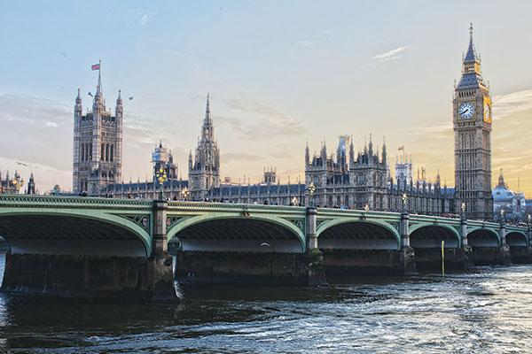 Londra svela la sua digital fashion (& movies) week