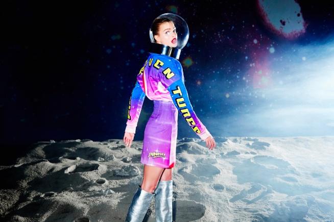 Pinko sbarca sulla Luna con stile