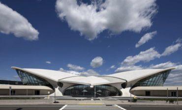 Louis Vuitton porta la cruise all'aeroporto