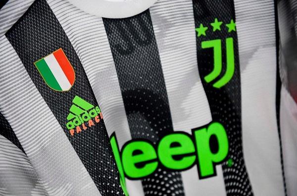 La Juve più fashion? In bianconero e scritte 'fluo'