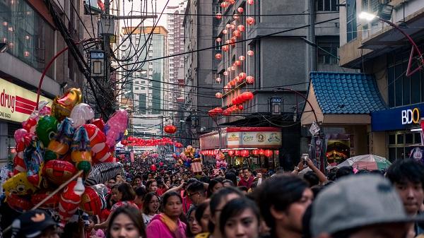 Il virus cinese gela i titoli della moda sui listini
