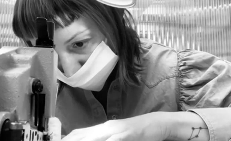 La moda cuce le mascherine per il virus