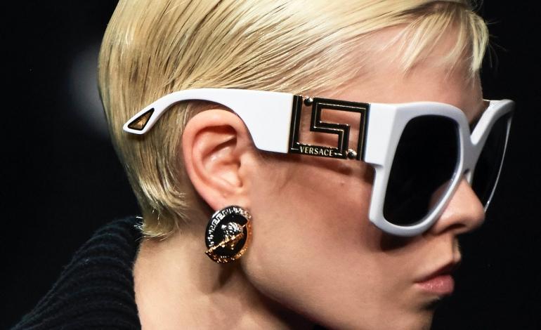 L'eyewear di Versace ancora con Luxottica