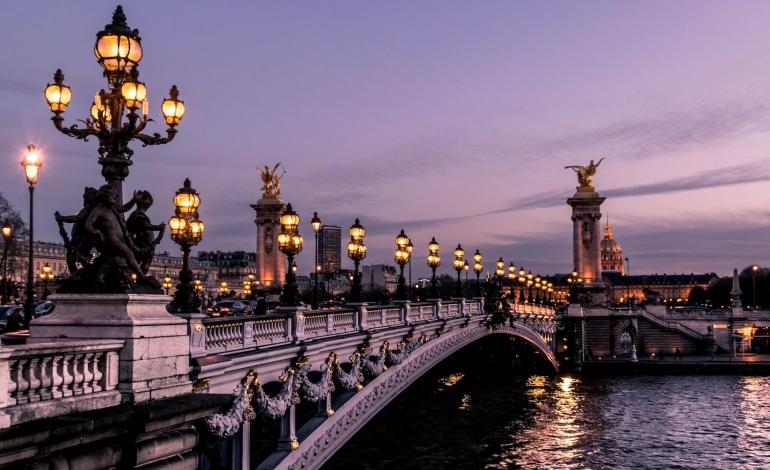 Al via le (poche) sfilate di Parigi