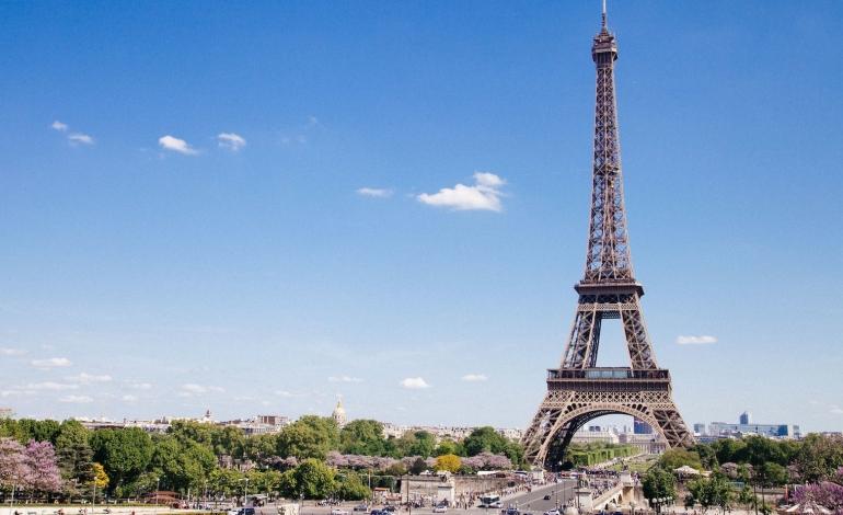 Anche Parigi conferma le sfilate di settembre