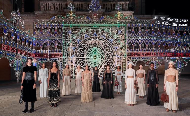Dior porta la cruise 2022 ad Atene