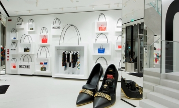 Da Moschino shopping in streaming con occhiali 3D