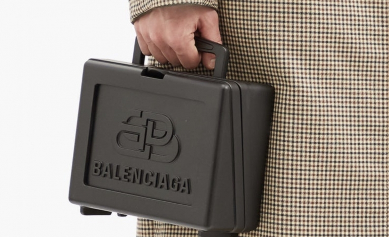 Balenciaga lancia 'porta schiscetta' da quasi 2mila euro