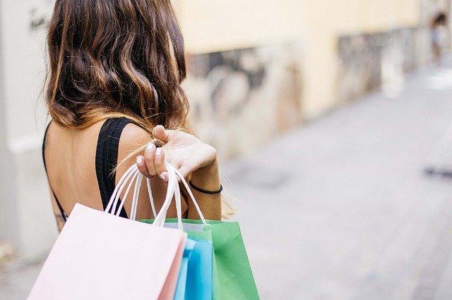 Nel 2020 consumi moda -38,3%. Giù anche gennaio