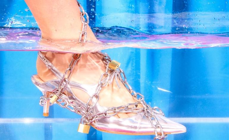 Paula Cademartori interpreta le calzature di Scarosso