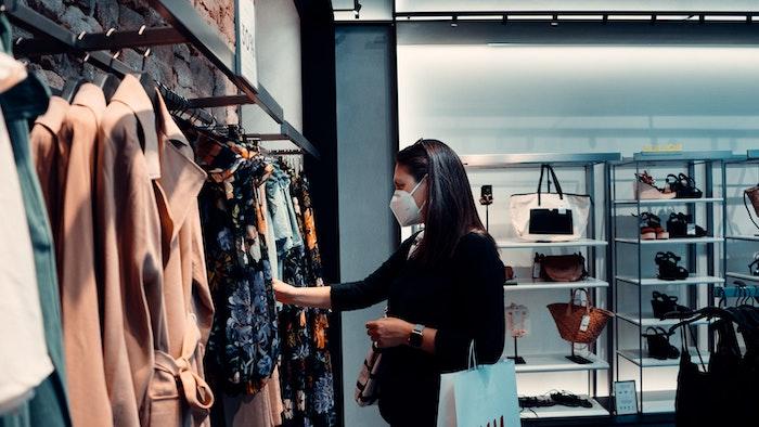 Moda: i clienti chiedono sostenibilità 'anche' sociale