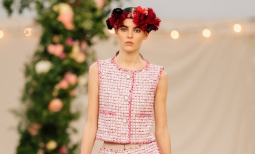 L'alta moda di Parigi torna a sfilare in presenza