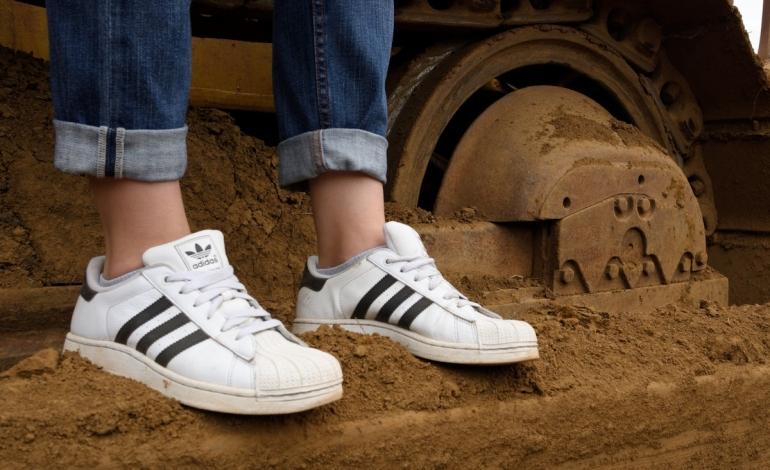 'Three Stripes', H&M vince contro Adidas